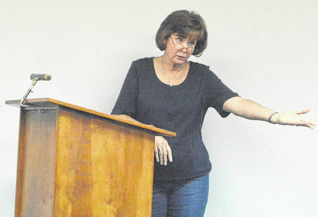 Micajah Autry Society member Kathleen Squibb speaks to Autryville leaders.                                  Michael B. Hardison | Sampson Independent
