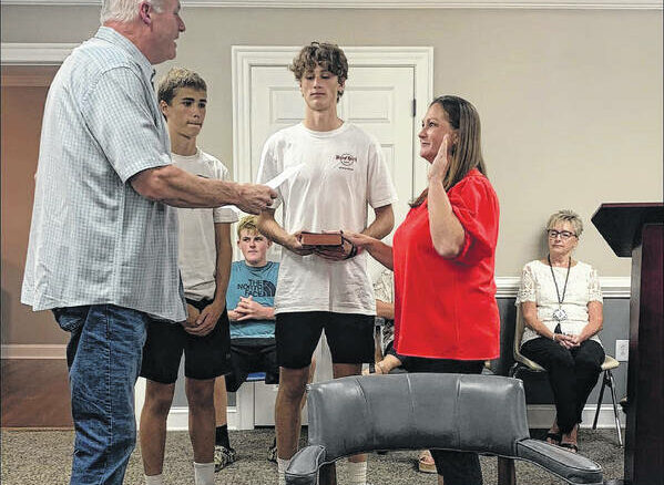 Amanda Bradshaw is sworn in as new town clerk by Newton Grove Mayor Stephen Jackson. Her sons Reece, left, and Loden Bradshaw were there to witness their mom accept the new role.                                  Michael B. Hardison | Sampson Independent